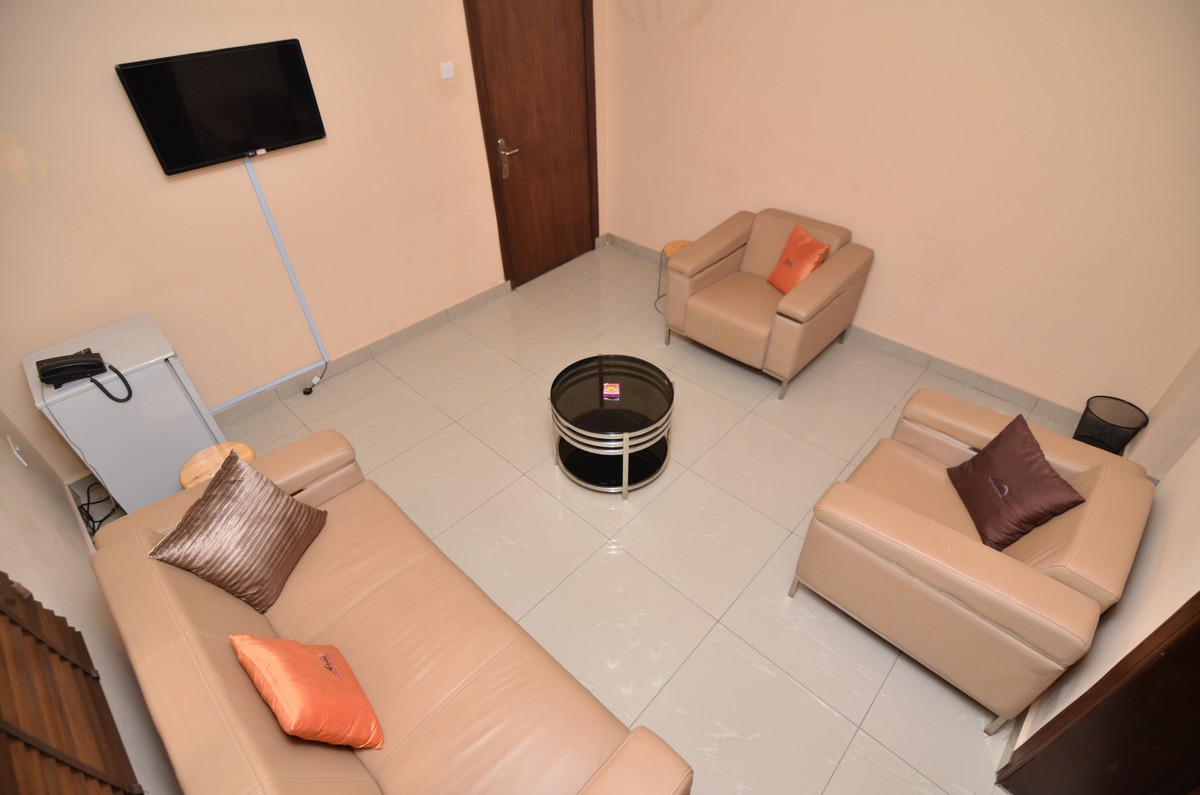 Fully Furnished Lounge & Changing Room 2